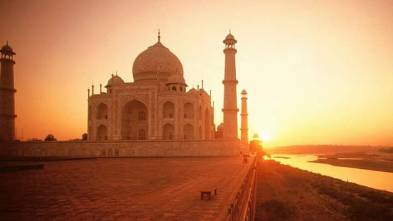 Private Sunrise Taj Mahal Tour From Delhi
